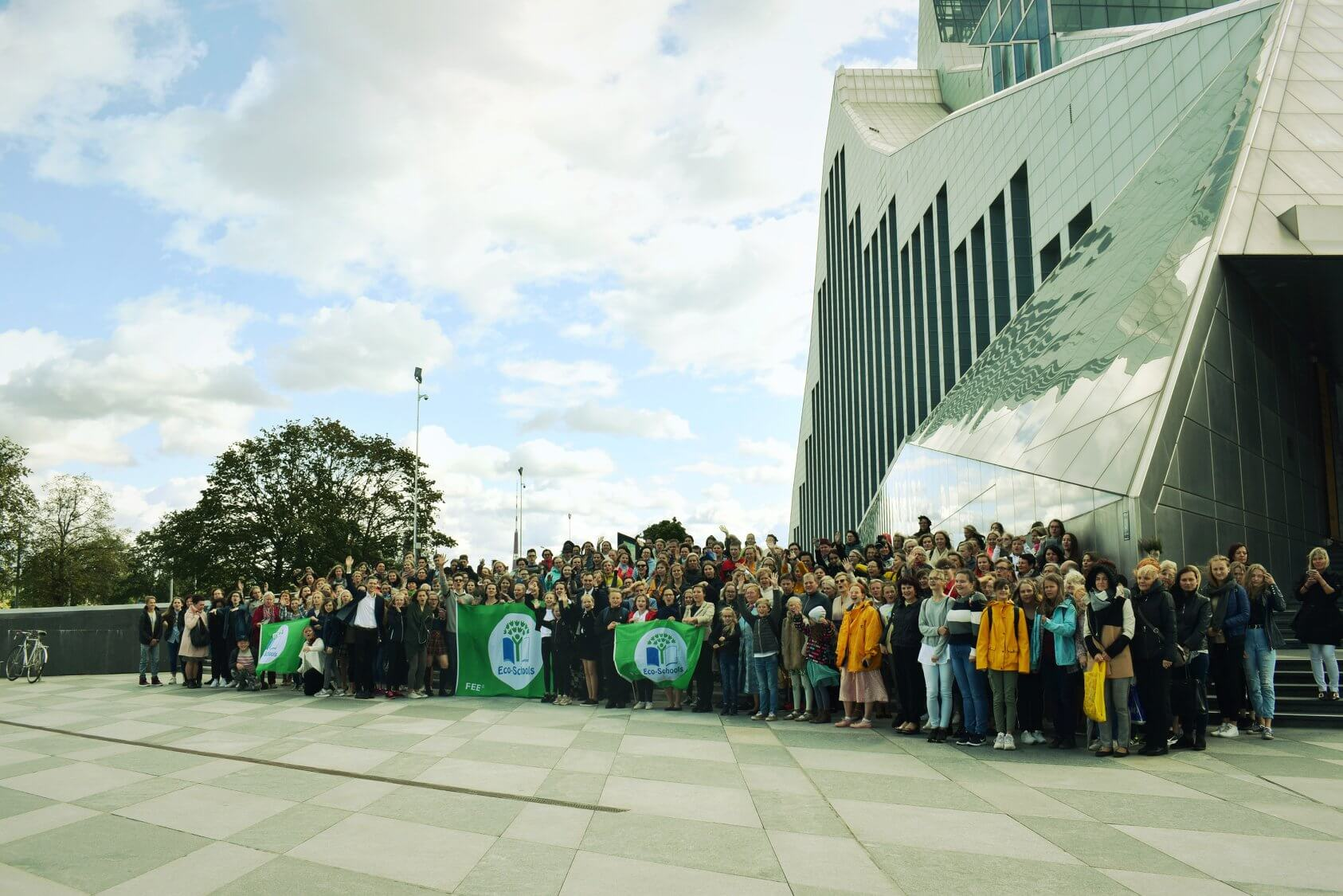 """Ekoskolu apbalvošanas pasākumā atklāta kampaņa """"Salabo pasauli"""" jauniešu vides apziņas veicināšanai"""