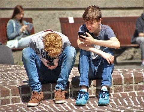 """VBTAI izsludina konkursu skolēniem """"Dzīve manā telefonā"""""""