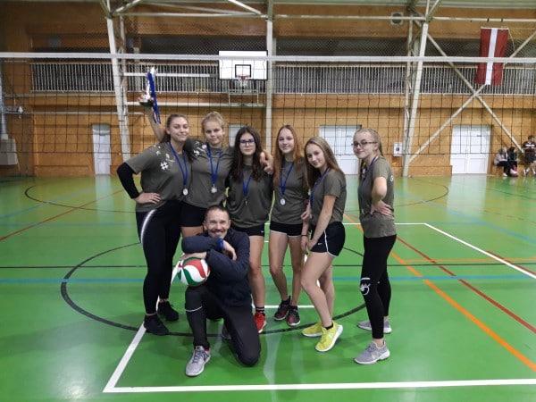 Grundzāles pamatskolas komandām panākumi Latvijas skolēnu 73. spartakiādē volejbolā