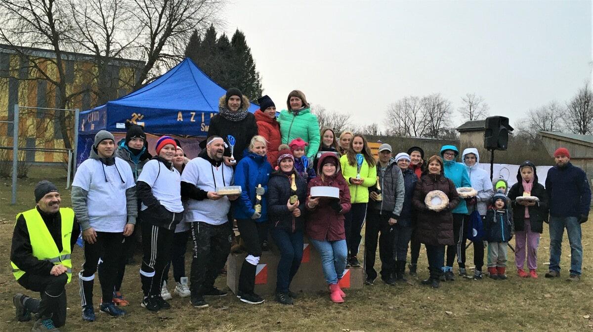 """Ģimeņu ziemas sporta dienā """"Sporto Smiltenes novadā!"""" piedalās vairāk nekā 110 dalībnieki"""