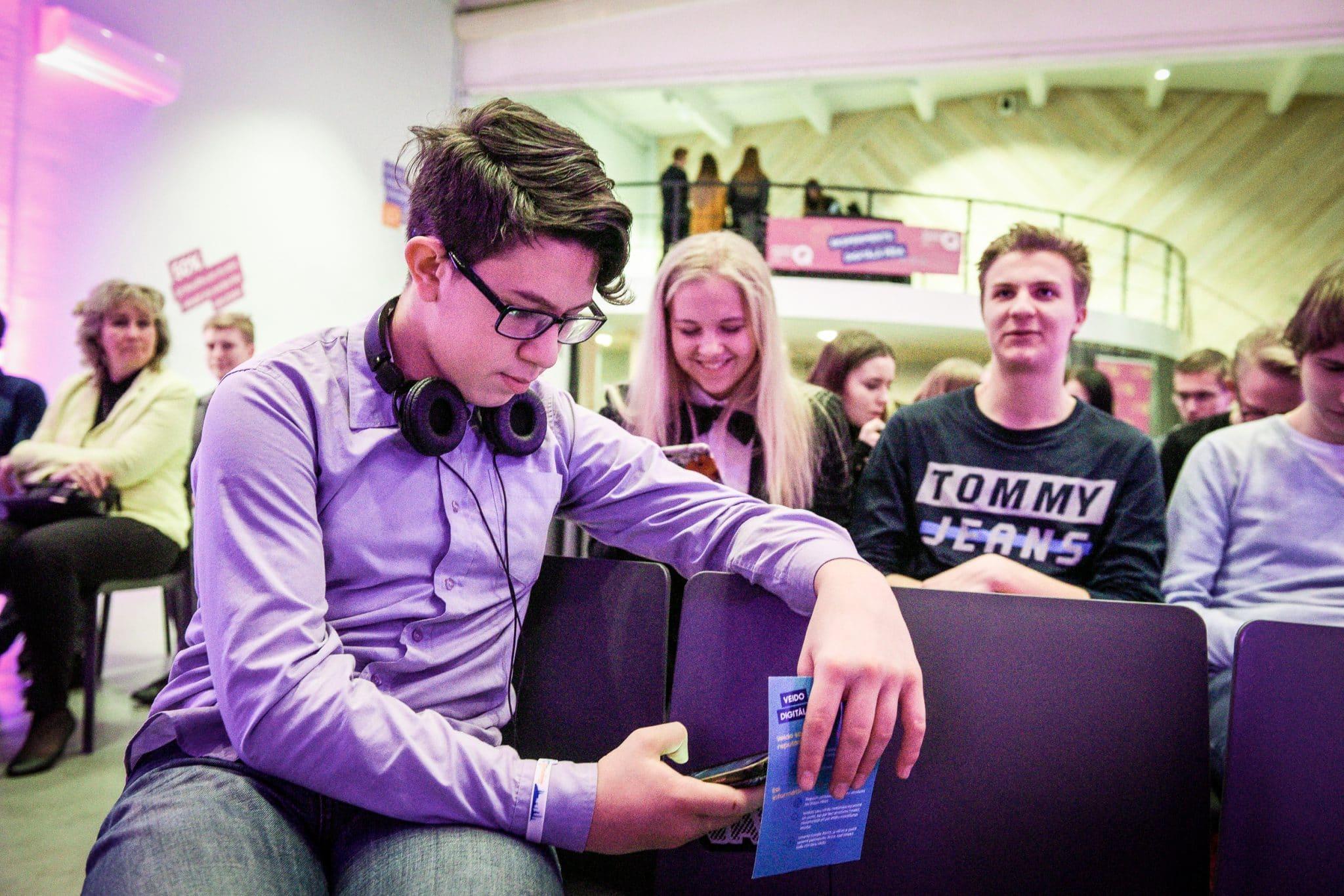 Trešdaļa Latvijas jauniešu slēpj sociālo tīklu ierakstus no vecākiem