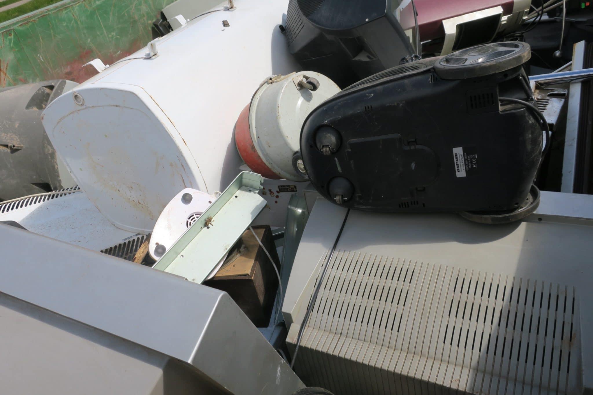 """Vislatvijas """"Elektronikas šķiratlonā"""" ZAAO EKO laukumos nodotas 49,5 tonnas elektroiekārtu"""
