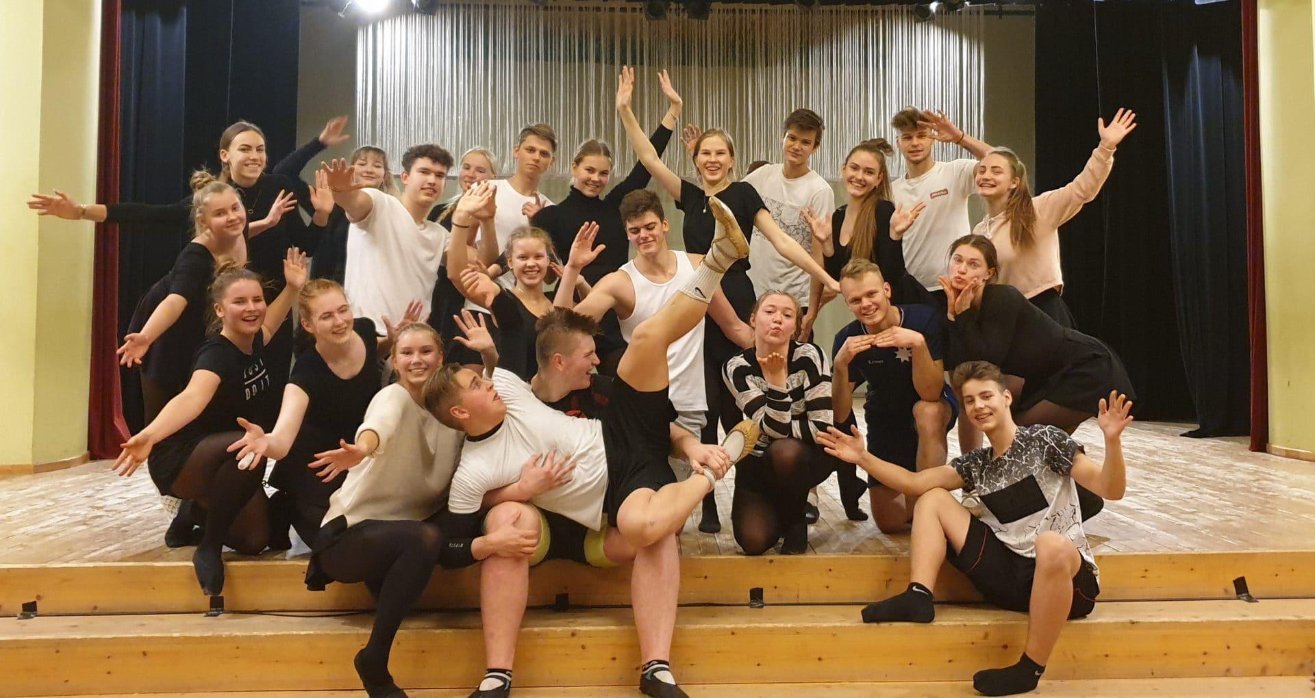 Uz XII Latvijas Skolu jaunatnes dziesmu un deju svētkiem pošas 603 dalībnieki no Smiltenes novada.