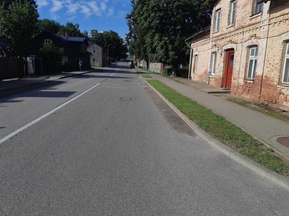 Pašvaldības prioritāte ir satiksmes drošība, izbūvējot stāvvietas Raiņa ielā
