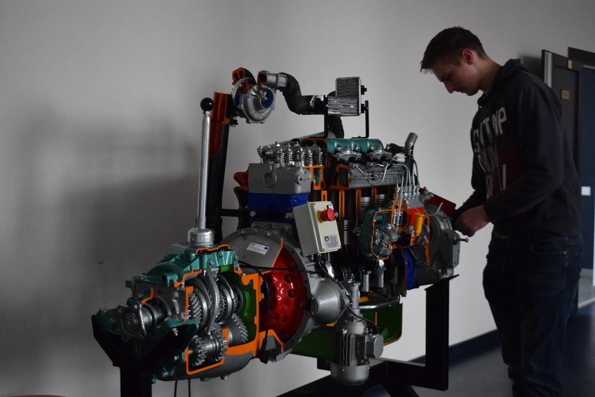 """Smiltenes tehnikuma audzēkņa Uģa Āboliņa debija """"SkillsLatvia 2021"""" pusfinālā"""