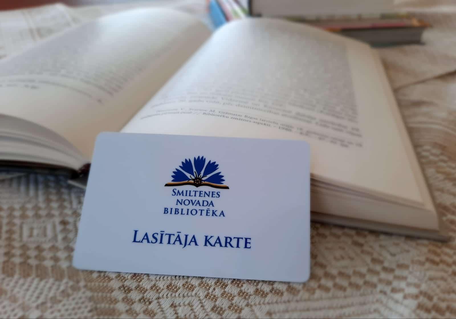 Bibliotēkas uzsāk pāreju uz plastikāta lasītāju kartēm