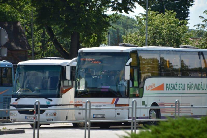 Izmaiņas autobusu kustībā skolēnu brīvlaikā