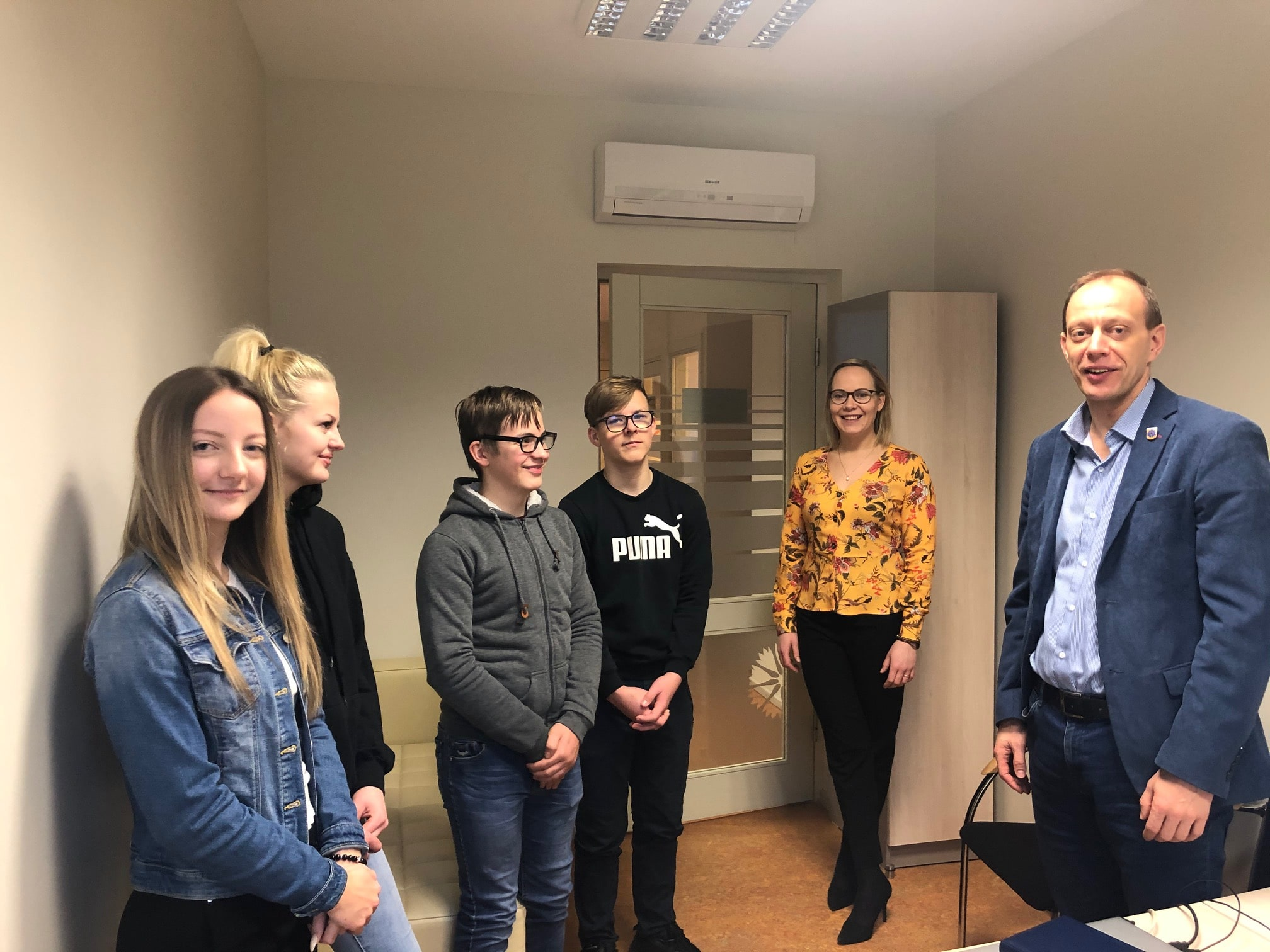 Ēnu dienā jaunieši iepazīst Smiltenes novada pašvaldības darbu