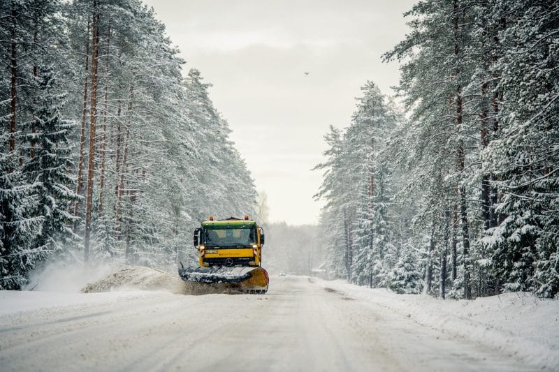 Autoceļu uzturētājs informē: 119 tehnikas vienības veic ziemas dienesta darbus