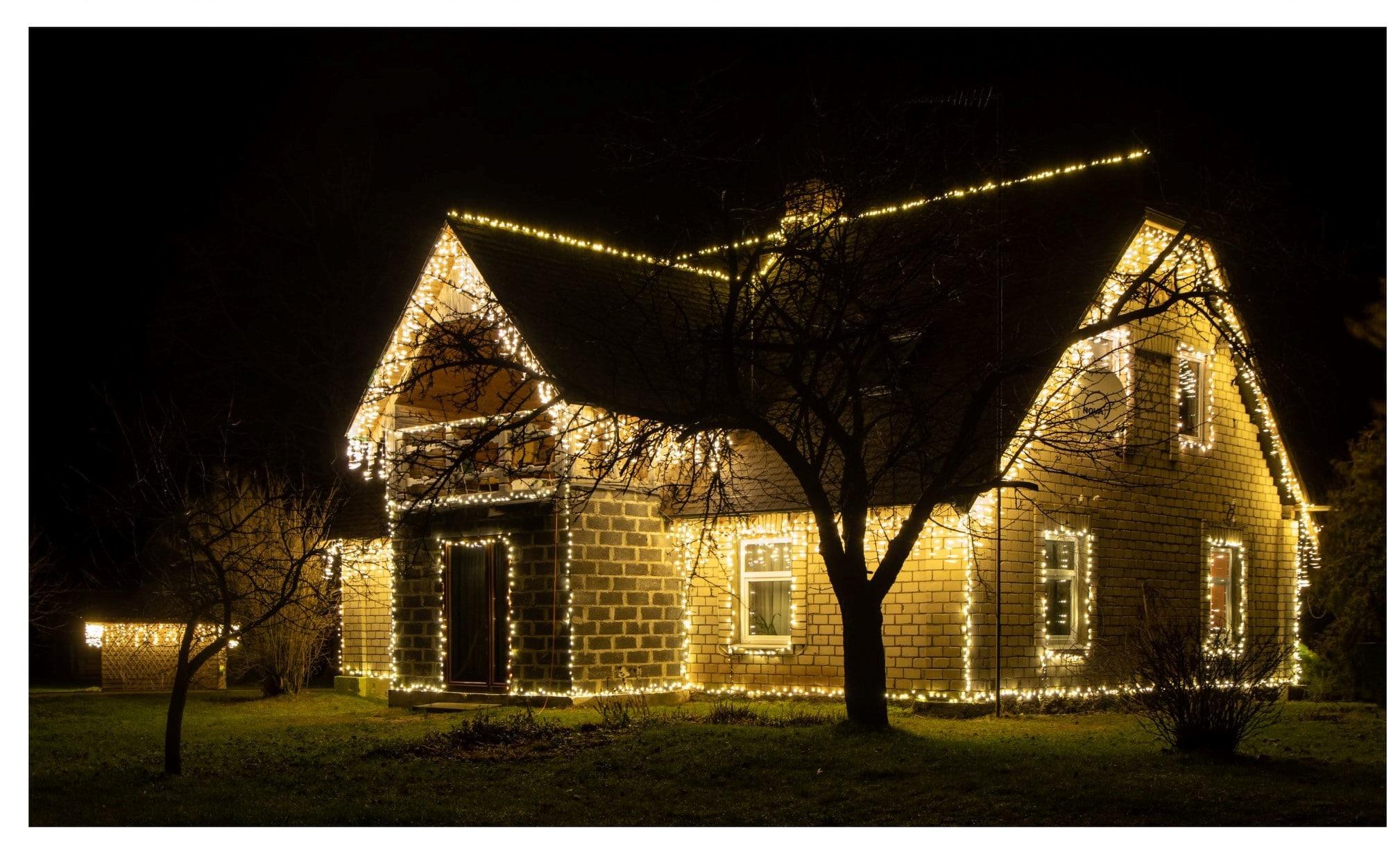 Noskaidroti skaistākie Ziemassvētku noskaņās izrotātie īpašumi