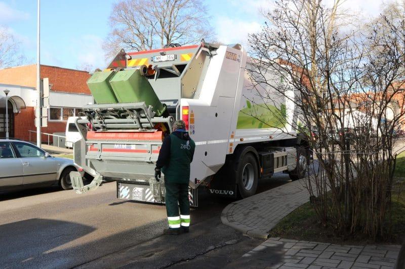 Atkritumu apsaimniekošanas pakalpojumi tiek sniegti pēc plānotā grafika, noteikti atsevišķi ierobežojumi klātienes pakalpojumos