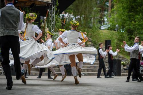 """Vasaras sezonas atklāšana Smiltenē - deju lielkoncerts kopā ar grupu """"Iļģi"""" (25.05.2019.)"""